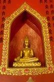 金黄菩萨在Wat Phanan Choeng,阿尤特拉利夫雷斯,泰国 图库摄影