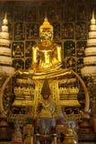 金黄菩萨在Wat Phanan Choeng,阿尤特拉利夫雷斯,泰国 免版税库存照片