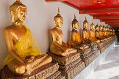金黄菩萨雕塑在Wat Pho,曼谷,泰国 免版税库存图片