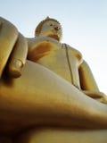 金黄菩萨雕象在泰国 库存图片