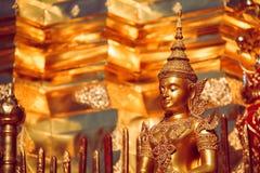 金黄菩萨雕象在清迈,泰国 免版税图库摄影