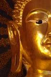 金黄菩萨雕象的面孔 免版税库存照片