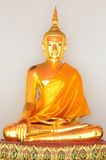金黄菩萨雕象(金黄菩萨)在Wat Pho 免版税库存图片