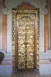 金黄被装饰的门 免版税库存图片