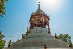 金黄装饰元素的片段 Bago Myanma 缅甸 库存图片