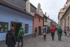金黄车道的,布拉格城堡游人 图库摄影