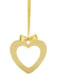 金黄闪烁心脏当在丝带的圣诞节装饰与弓 免版税库存照片