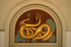 金黄雕塑龙 库存照片