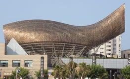 金黄鲸鱼雕塑 免版税库存图片