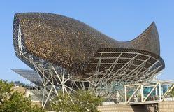金黄鲸鱼雕塑 免版税库存照片