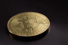 金黄Bitcoin 免版税库存照片