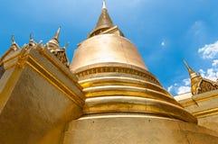 金黄Chedi曼谷国王宫殿古庙 库存图片