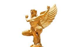 金黄garuda雕象被隔绝的裁减路线 免版税图库摄影