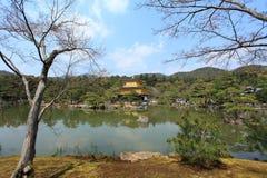 金黄kinkakuji京都pavillion寺庙 库存照片