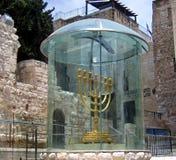 金黄Menorah在耶路撒冷,以色列 库存图片
