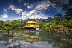 金黄Pavillion的寺庙,日本 免版税图库摄影
