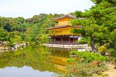 金黄Pavillion (kinkaku籍)的寺庙,京都,日本 库存照片