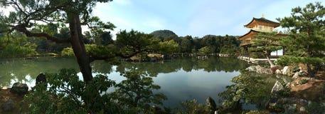 金黄pavillion Kinkakuji寺庙日本 免版税库存照片
