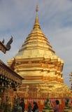 金黄stupa 免版税库存图片