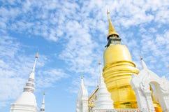 金黄Stupa Chedi 免版税库存照片