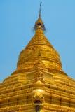 金黄stupa Kuthodaw塔在曼德勒,缅甸 缅甸 免版税库存图片