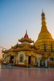 金黄stupa Kyaik Tan Lan 老Moulmein塔 毛淡棉,缅甸 缅甸 免版税图库摄影