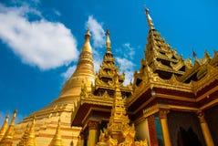 金黄stupa Shwedagon Paya塔 缅甸仰光 库存图片