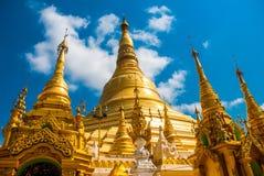 金黄stupa Shwedagon Paya塔 缅甸仰光 免版税库存图片