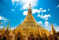 金黄stupa Shwedagon Paya塔 缅甸仰光 图库摄影