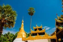 金黄stupa Shwedagon Paya塔 缅甸仰光 库存照片