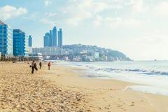 釜山,韩国- 2015年1月6日:Haeundae海滩和现代大厦 免版税库存照片