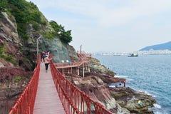 釜山,韩国- 2015年9月20日:Songdo海岸博列gil 库存照片