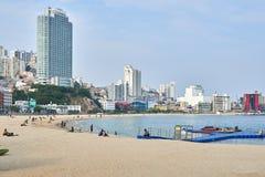 釜山,韩国- 2015年9月20日:Songdo海滩 免版税图库摄影