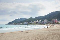 釜山,韩国- 2015年9月19日:Songjeong海滩 免版税库存图片