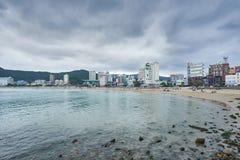 釜山,韩国- 2015年9月19日:Songjeong海滩 库存图片