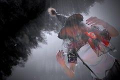 针对性的黑帽会议的年轻巫婆 图库摄影