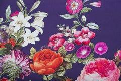 钉与花卉五颜六色的抽象样式的黏胶织品 库存照片