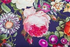 钉与花卉五颜六色的抽象样式的黏胶织品 图库摄影