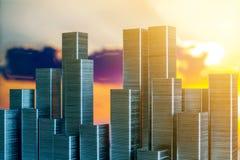 钉书针准备形成在日落背景的城市地平线 库存图片