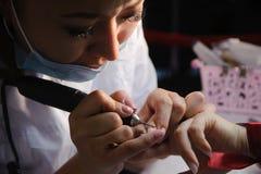 钉子美发师的竞争在哈萨克斯坦 阿斯塔纳 2017年11月10日 库存照片