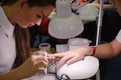 钉子美发师的竞争在哈萨克斯坦 阿斯塔纳 2017年11月10日 免版税库存图片
