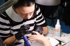 钉子美发师的竞争在哈萨克斯坦 阿斯塔纳 2017年11月10日 免版税库存照片
