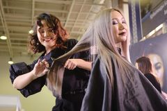 钉子美发师的竞争在哈萨克斯坦 阿斯塔纳 2017年11月10日 图库摄影