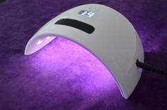 钉子胶凝体沙龙 有定时器的紫外灯 免版税库存图片