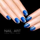 钉子艺术趋向 豪华蓝色指甲油 闪烁钉子贴纸 库存图片