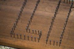 钉牢被驾驶入木头被弦槌 免版税图库摄影