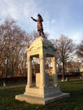 钉马掌铁匠纪念品在日落期间的林肯公园在秋天 库存照片