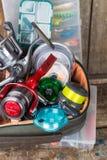 钓具、诱剂和诱饵在箱子 免版税库存图片