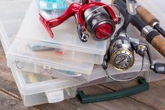 钓具和诱剂,在储藏盒的诱饵 免版税图库摄影