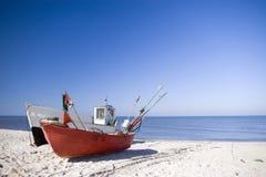 钓鱼二的海滩小船 免版税库存图片